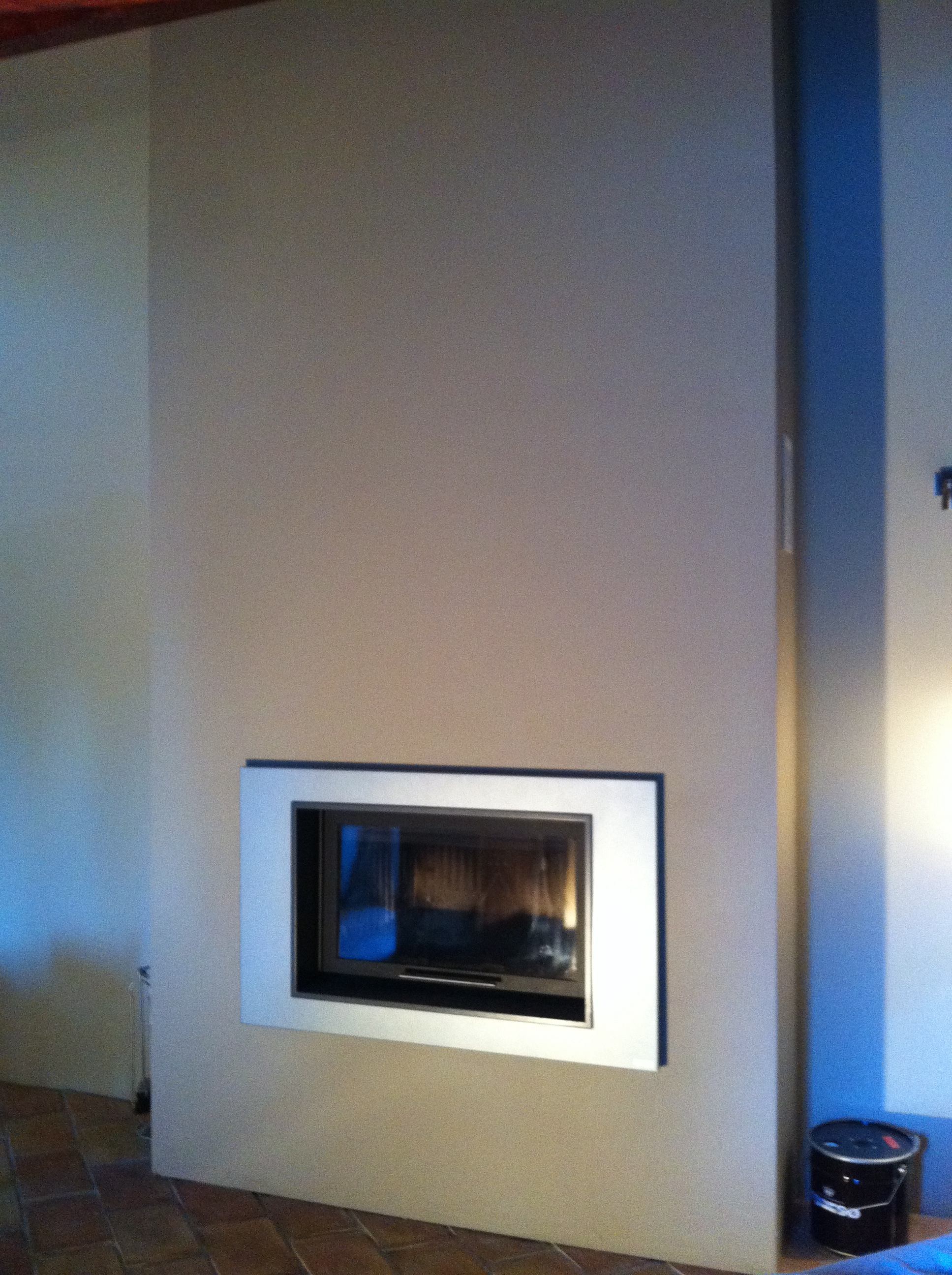 pose d 39 un foyer bois cmp02 san diego de la marque cmg. Black Bedroom Furniture Sets. Home Design Ideas