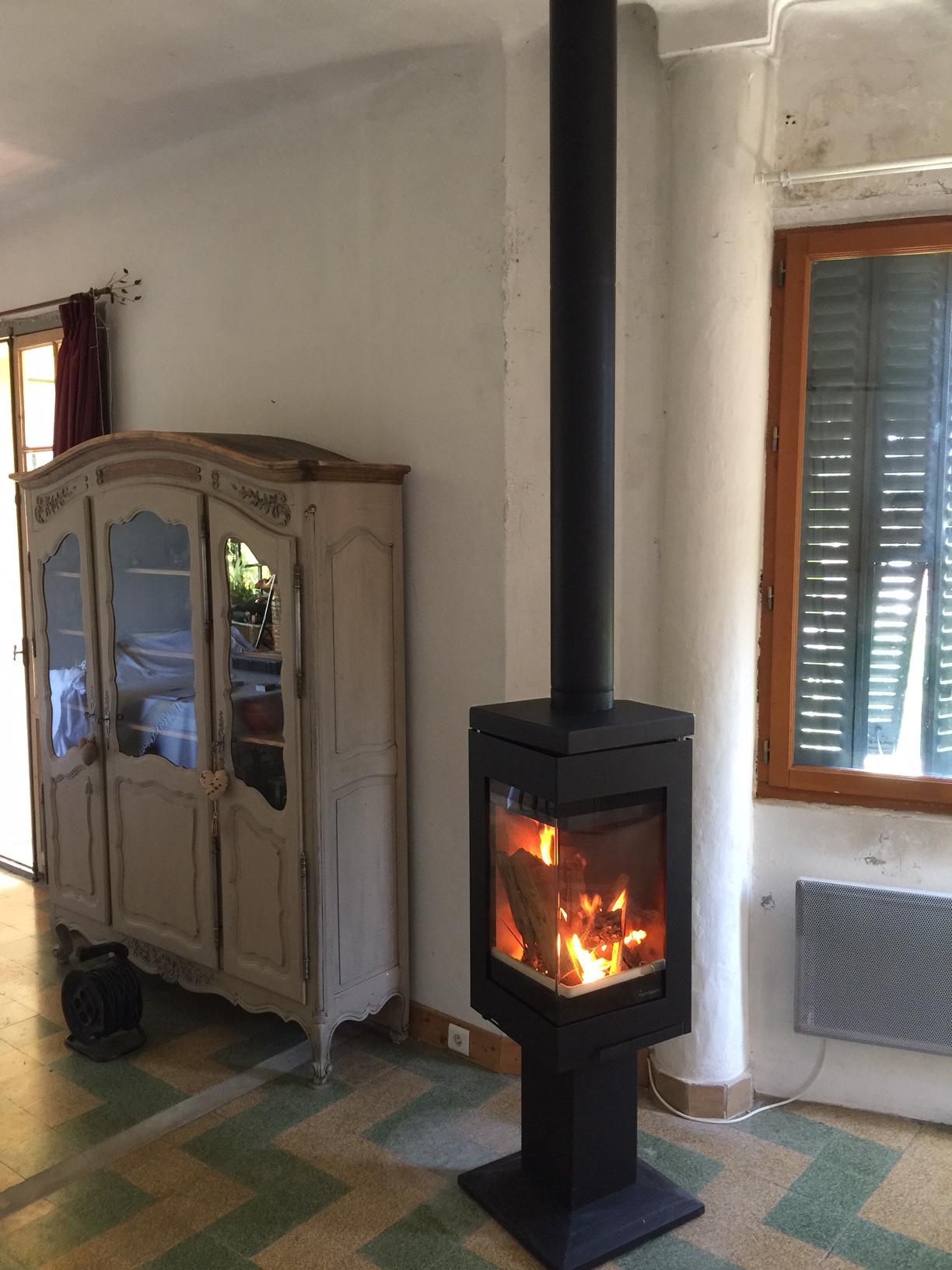 pose d 39 un po le bois quadro 1 de la marque nordpeis st. Black Bedroom Furniture Sets. Home Design Ideas