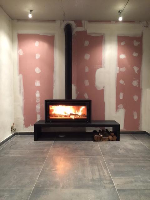 pose d 39 un po le bois studio 2 freestanding sur banc de. Black Bedroom Furniture Sets. Home Design Ideas